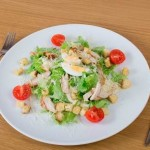 Retsept salata TSezar 150x150 Салат ассорти с кальмаром, грейпфрутом и орешками