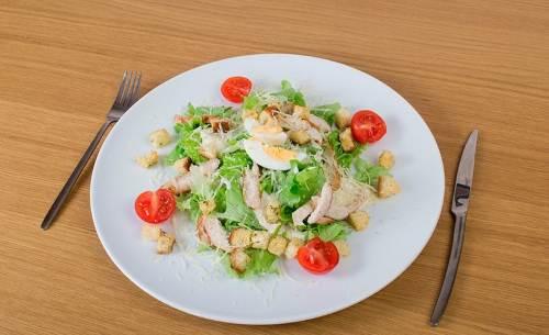 Retsept salata TSezar Рецепт салата Цезарь